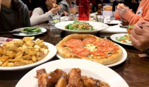 プーティンがバンフで一番おいしい店はどこ?自信を持ってオススメします!Carlito's pizzeria